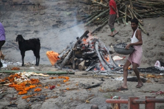 160927 008 Varanasi - Ganges ghats cremation