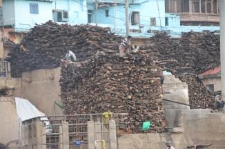 160927 027 Varanasi - Ganges ghats wood stack