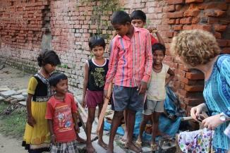 160927 093 ## Village - Ivana with children