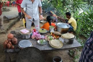 160927 120 ## Village - Preparing dinner