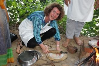 160927 122 ## Village - Ivana making roti