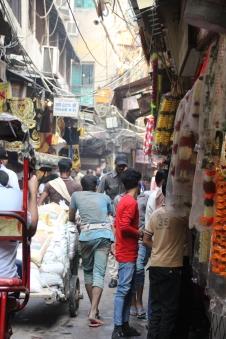 160929 014A Delhi - Crowded back lane