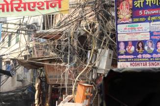 160929 027 Delhi - Back lanes electrical mains