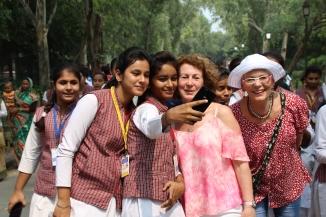 160929 063 Delhi - Ivana & Vee photo with schoolgirls